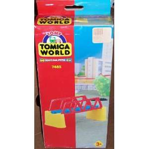 : TOMY TOMICA WORLD ROAD & RAIL SYSTEM 7485 RAIL BRIDGE: Toys & Games