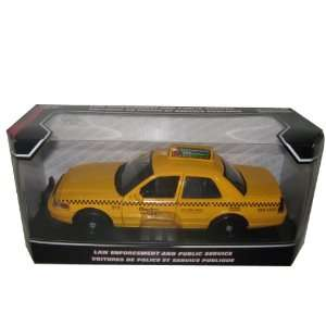 2007 Ford Crown Victoria Checker Taxi Cab 124 Toys & Games