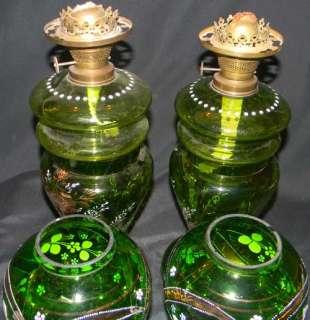 PR ANTIQUE 1890 GREEN GLASS PARLOR LAMP W GREEN SHADE