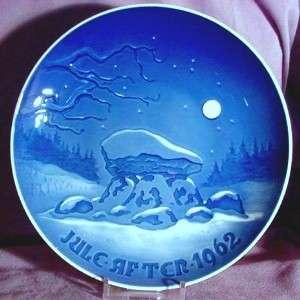 BING & GRONDAHL 1962 Christmas Plate VIKING Stone Cairn